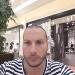 domenico è un ragazzo di 39 anni e risiede a Crotone