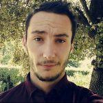 Simone è un ragazzo di 32 anni e risiede a Bologna