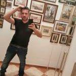 KRIS è un ragazzo di 43 anni e risiede a Taranto